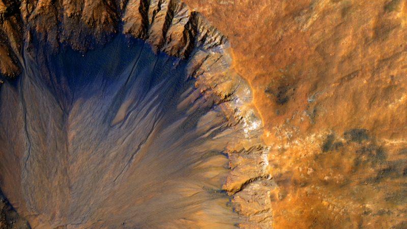 Sirenum Fossae, Mars, NASA